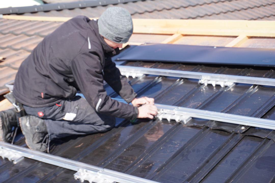 Montage PV-Anlage Schienen